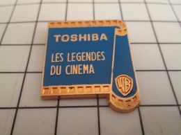 510b Pin's Pins / Rare & Belle Qualité !!! THEME CINEMA / FILM PELLICULE TOSHIBA WARNER BROS LES LEGENDES DU CINEMA - Cine