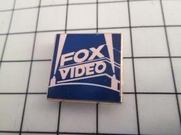 516a Pin's Pins / Rare & Belle Qualité !!! THEME CINEMA / TIRAGE NUMEROTE 0199 FOX VIDEO - Cine