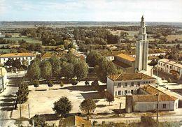 33 - Saint Vivien Du Médoc - L'Eglise Et La Place - France