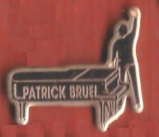 RR176 Pin's PATRICK BRUEL PIANO Achat Immédiat - Personnes Célèbres