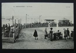 CPA écrite En 1910 - N°36. Arromanches - Au Tennnis (Match Au Bord De La Plage) C.P.B - Arromanches