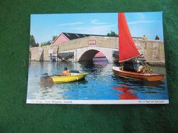 VINTAGE UK ENGLAND: NORFOLK Potter Heigham Bridge Boats Colour Hinde - Inglaterra