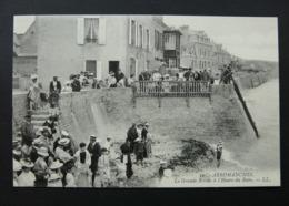 CPA -  Arromanches - La Grande Brèche à L'heure Du Bain ( Plage) LL - Arromanches