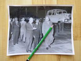 HAILE SELASSIE - EMPEREUR D'ETHIOPIE - USINE RENAULT 4L AUTOMOBILE CIRCA 1958-60 - Famous People