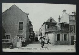 CPA N°26. écrite En 1910 - Arromanches Les Bains - La Rue De Bayeux - ND Phot. - Arromanches