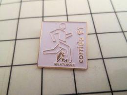 616a Pin's Pins / Rare & Belle Qualité !!! THEME SPORTS / ATHLETISME CORRIDA DE MONTLUCON 91 Ben Elle Est Où La Vachette - Athlétisme