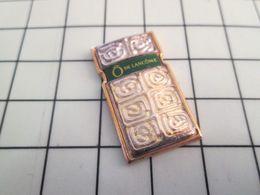 1116c Pin's Pins / Rare & Belle Qualité !!! THEME : PARFUMS / FLACON DE PARFUM Ô DE LANCÔME Celui Là Est Autorisé ? - Perfumes