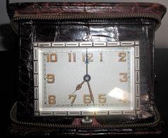 Réveil De Voyage Vintage Des Années 40? (prix Port Compris En Suivi) - Réveils