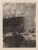 """PHOTOGRAPHIE ORIGINALE BATEAU """"Le Newhaven"""" échoué Dans La Falaise Près De Dieppe  Août 1924 - Barcos"""