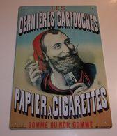 """Plaque Métal """"Les Dernières Cartouches / Papier À Cigarettes"""" - Advertising (Porcelain) Signs"""
