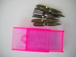 1286 Boite Neuve De 12 Plumes Sergent Major 2500 Blanzy Conté  Gilbert France Boite Plastique Rose - Plumes