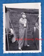 Photo Ancienne Snapshot - QUIBERVILLE - Portrait D'un Garçon Au Camping Entrain De Se Raser - 1952 - Homme Barbe - Non Classés