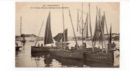 29 - CONCARNEAU - Sur La Digue. Bateaux Débarquant Leurs Sardines - Animée  (K20) - Concarneau