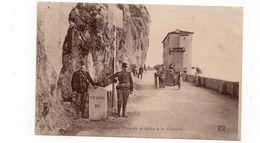 06 - MENTON - Douaniers Français Et Italien à La Frontière - Animée + Tacot  (K31) - Menton