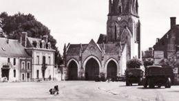 X49017 VERNANTES 49 Maine Loire Place MAIRIE Camion-Benne Tracteur 1950s Photo Véritable COMBIER - France