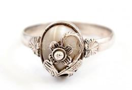 Ezüst(Ag) Virágmintás Gyűrű, Szintetikus Kővel, Jelzett, Méret: 58, Bruttó: 3,04 G - Jewels & Clocks