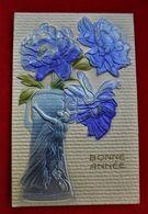 CPA Fantaisie Gaufrée Art Nouveau - Femme/ Fleurs- 1909 - Frauen
