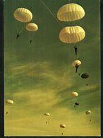 PARACHUTISME  FALLSCHIRMSPRINGEN  Les Joies De La Descente En Parachute Die Freuden Des Fallschirmspringen - Paracaidismo