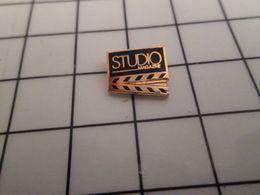 316b Pin's Pins / Rare & Belle Qualité !!! THEME : CINEMA / CLAP STUDIO MAGAZINE - Cine