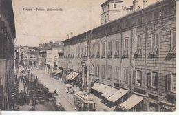 ITALIA - FERRARA - Palazzo Arcivescovile, Animata, Viag. 1927 Piega Cent. Vert. - 2020-C-40 - Ferrara