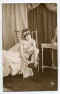 NU French Charm 134 Edit VB Série 134/4 Jeune Fille Nue Selevant Enfilant Ses Bas Noirs Chambre    - EROTISME - Fine Nudes (adults < 1960)