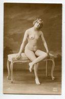 NU French Charm 138 Edit RR Série 12 Jeune Fille Nue Assis Sur Banquette Salon Jambe Croisée    EROTISME - Fine Nudes (adults < 1960)