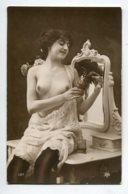 NU French Charm 137 Edit VB Série 187  Jeune  à Sa Coiffeuse Ettant Parfum Poitrine Dénudée Bas Noirs      EROTISME - Fine Nudes (adults < 1960)