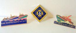 Pin's S.N.S.M. Les Sauveteurs En Mer X 3 - Associations
