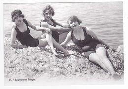 CP Moderne VOIR DOS Nostalgie 1925 Baigneuses En Bretagne Les Femmes S'exposent Librement Maillots Coquins ? Audacieux ! - Silhouettes