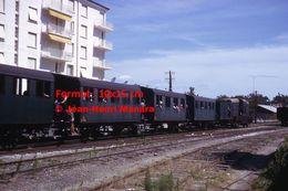 ReproductionPhotographie De Voyageurs à Bord D'un Train Montpellier-Palavas En Circulation En 1963 - Reproductions