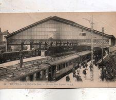 Troyes - Le  Hall  De  La  Gare -   Arrivée  D' Un  Express. - Other Municipalities