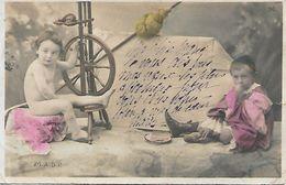 L100G337 - Bébés Mis En Scène -  Rouet - M.A.D.P - Carte Précurseur - Babies
