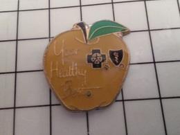 316b Pin's Pins / Rare & Belle Qualité !!! THEME ALIMENTATION / POMME JAUNE YOUR HEALTHY BEST - Alimentation