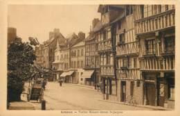Lisieux - Vieilles Maisons Devant St-Jacques - Lisieux