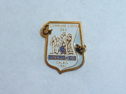Pin's COMMUNE LIBRE DES 6 BOURGEOIS DE CALAIS - Cities