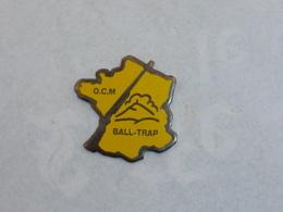 Pin's O.C.M., BALL TRAP - Pin's & Anstecknadeln