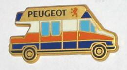 Pin's PEUGEOT UTILITAIRE VOYAGE TOURISME Signé METARGENT - Peugeot