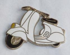 Pin's TRES BELLE VESPA - Motorfietsen