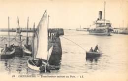 Cherbourg - Transbordeur Entrant Au Port - Cherbourg