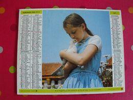 Almanach Des PTT. Cantal. Calendrier Poste 1977. Fillette Poule, Garçon Veau - Calendars