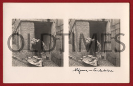 PORTUGAL - LISBOA - ALFAMA - VENDEDEIRA - 1930 STERO REAL PHOTO PC - 2 - Cartes Stéréoscopiques