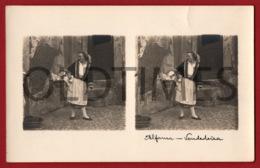 PORTUGAL - LISBOA - ALFAMA - VENDEDEIRA - 1930 STERO REAL PHOTO PC - 1 - Cartes Stéréoscopiques