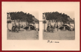 PORTUGAL - SANTO AMARO DE OEIRAS - PRAIA - TOLDOS - 1930 STERO REAL PHOTO PC - Cartes Stéréoscopiques