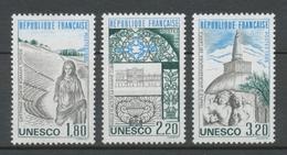 Service N°88-90 Série UNESCO Patrimoine Unniversel 3 Val. ZS88A - Neufs