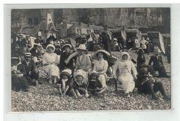 76 LE TREPORT #13531 GROUPE DE PERSONNES DEVANT LA FALAISE CARTE PHOTO - Le Treport