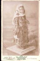 CDV  S.G HARENTZ DAMAS  :   Petite Fille En Costume Traditionnel   Gd Format 16,5 X 10,5  Vintage Albumen Circa 1880 - Ancianas (antes De 1900)