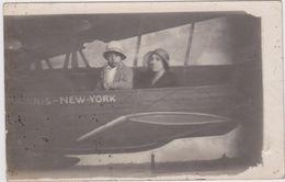 Avion  Paris New-York  Photo Carte Avec Personnages - Avions