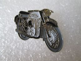 PIN'S   MOTO  NORTON - Motorfietsen
