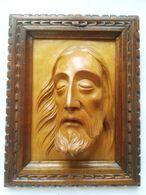 TABLEAU XIX ° TETE DU CHRIST SCULPTEE EN BOIS CLAIR AVEC CADRE - Bois