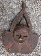 Afrikaans Masker In Hout Oorsprong Onbekend - Masque Africain En Bois D'origine Inconnu - Arte Africano